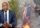 Le Parti ( AAA) a été désagréablement surpris de constater que des manifestants ont mis le feu à un drapeau des États Unis d'Amérique